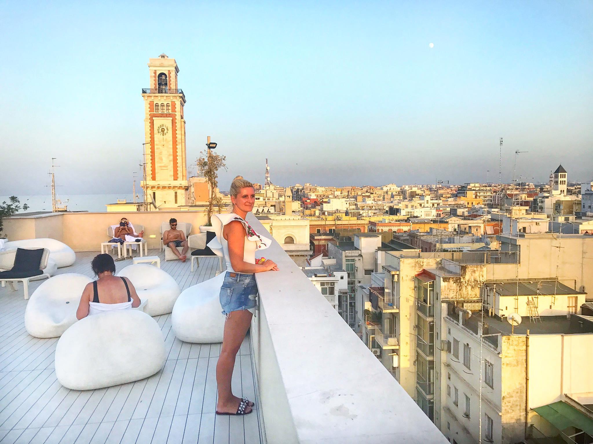 Bari-Roadtrip-Rooftop-Bar-carrieslifestyle-Tamara-Prutsch-Swimsuit-Puglia-Apulien