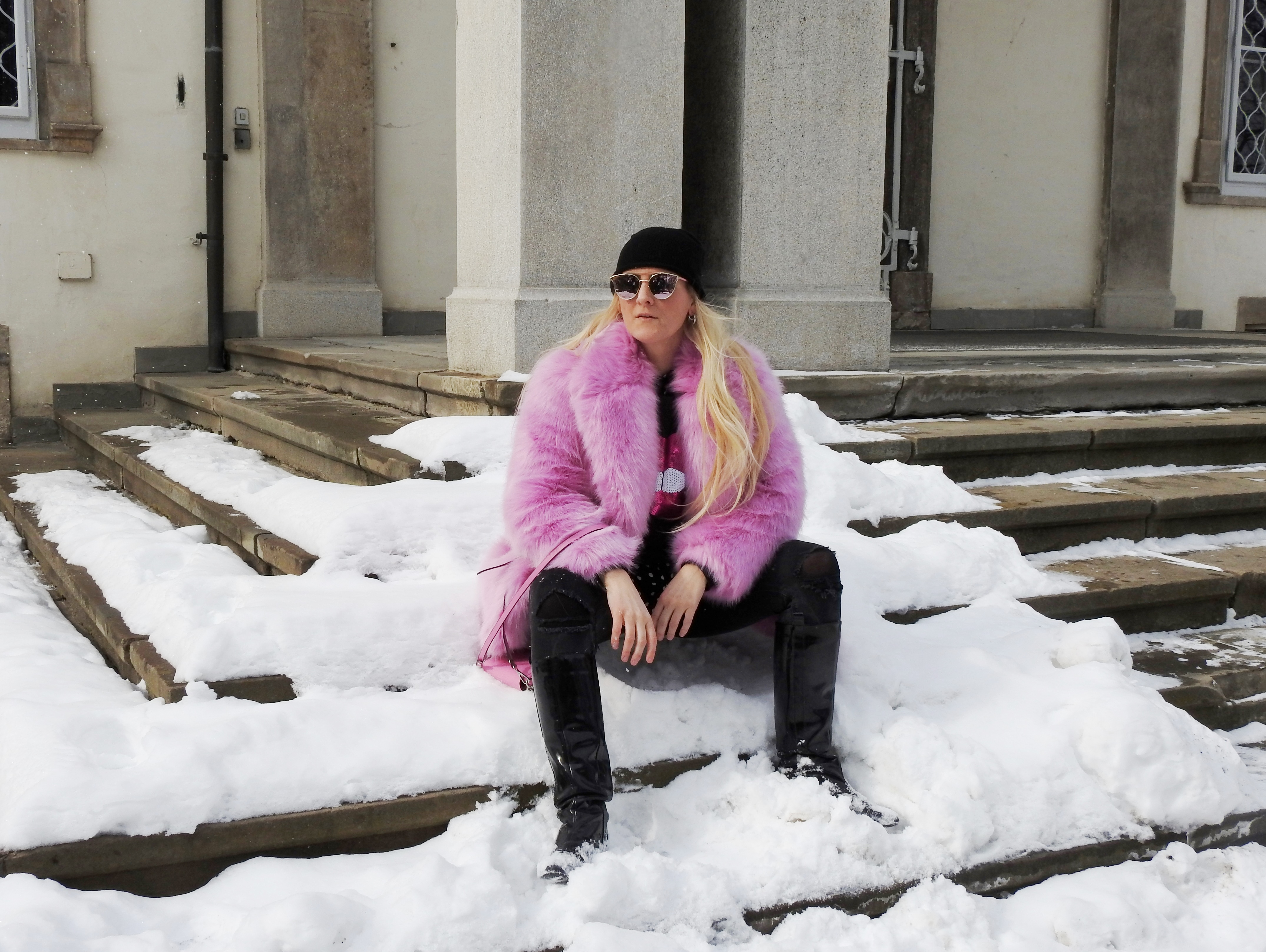 Pink-Fake-Fur-Coat-Faux-Fur-H&M-Patent-Leather-Boots-Black-Denim-Black-Metallic-Sunglasses-carrieslifestyle-Tamara-Prutsch