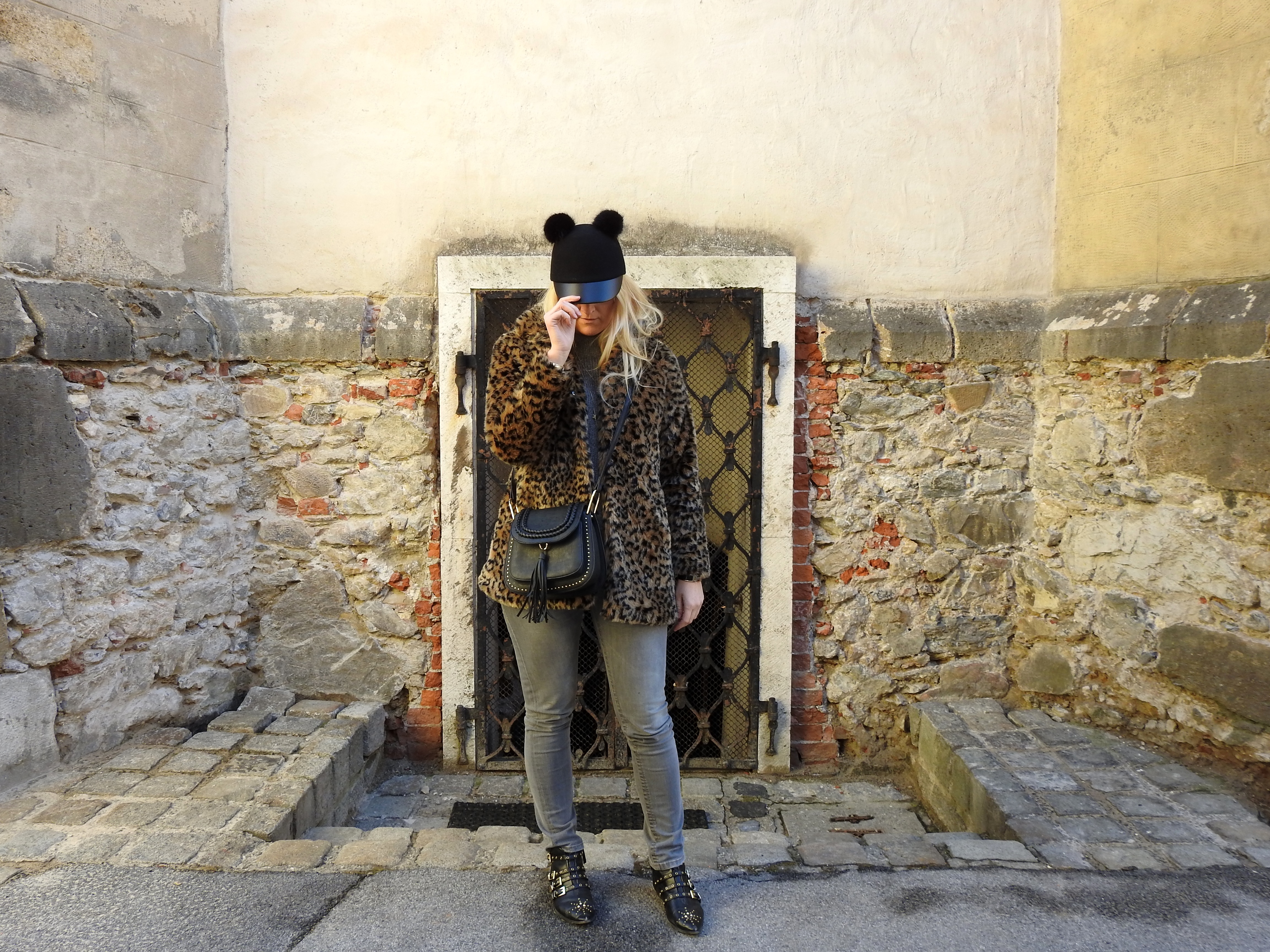 Winter-Jammern-Beklagen-Leoprint-Coat-Shein-Chloe-Bag-Studded-Suzanna-Boots-Zara-Denim-Grey-Pants-carrieslifestyle-Tamara-Prutsch
