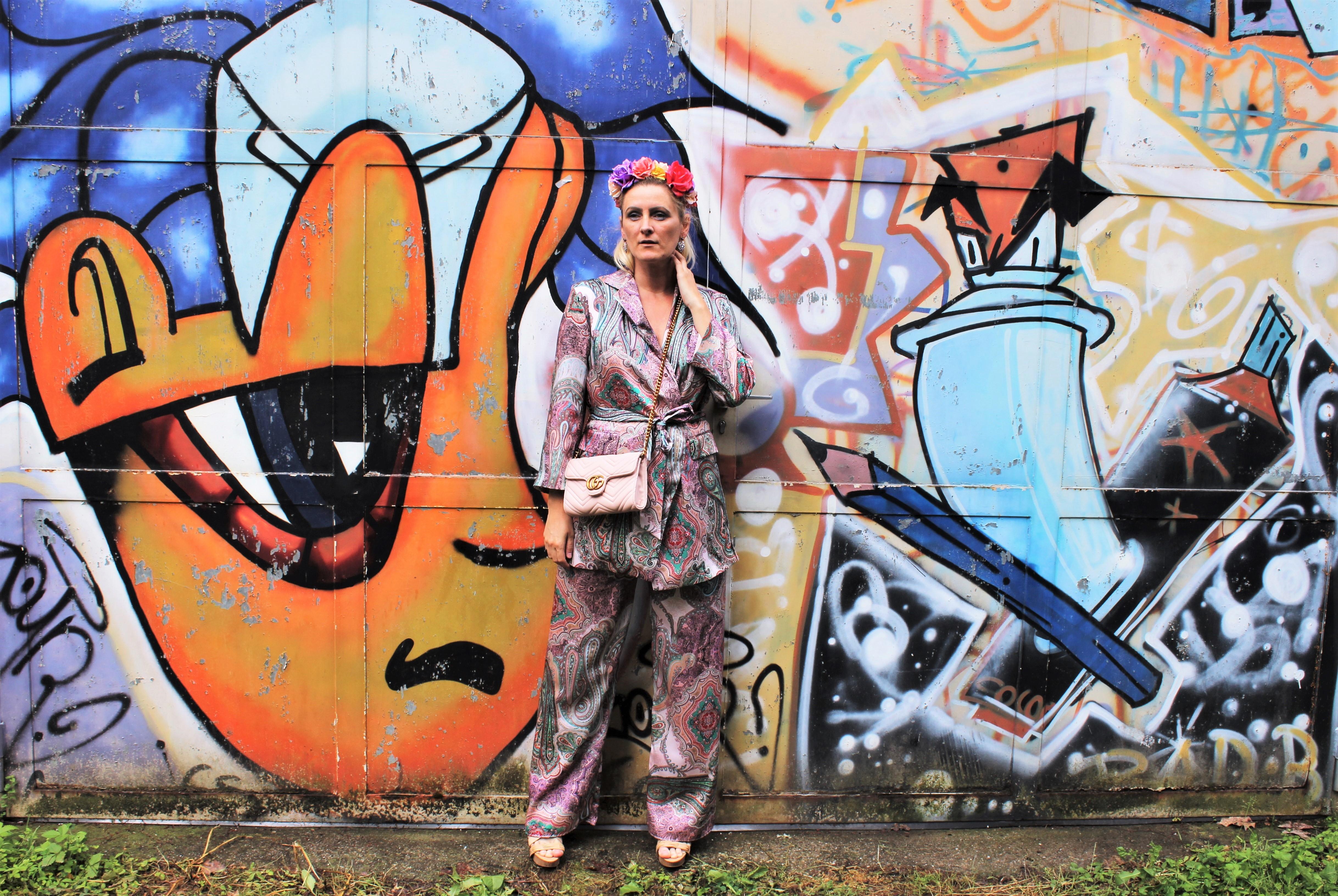 Paisley-Print-Hosenanzüge-Pastellfarben-Allover-Look-carrieslifestyle-Tamara-Prutsch