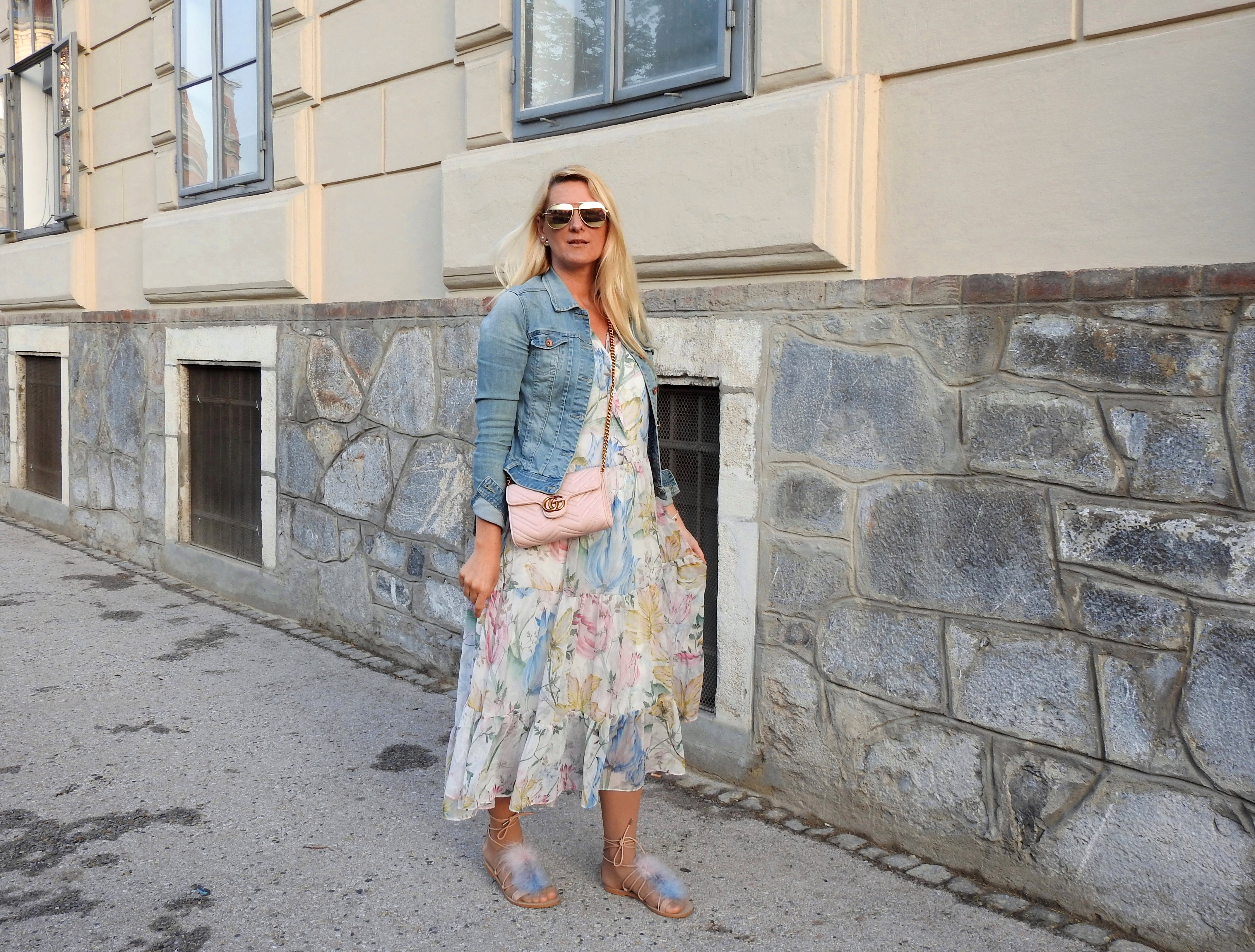 Maxidress_H&M-Gucci-Bag-Sandals-Zara-Fakefur-Fauxfur-Sunglasses-Gucci-Metallic-Denim-Jacket