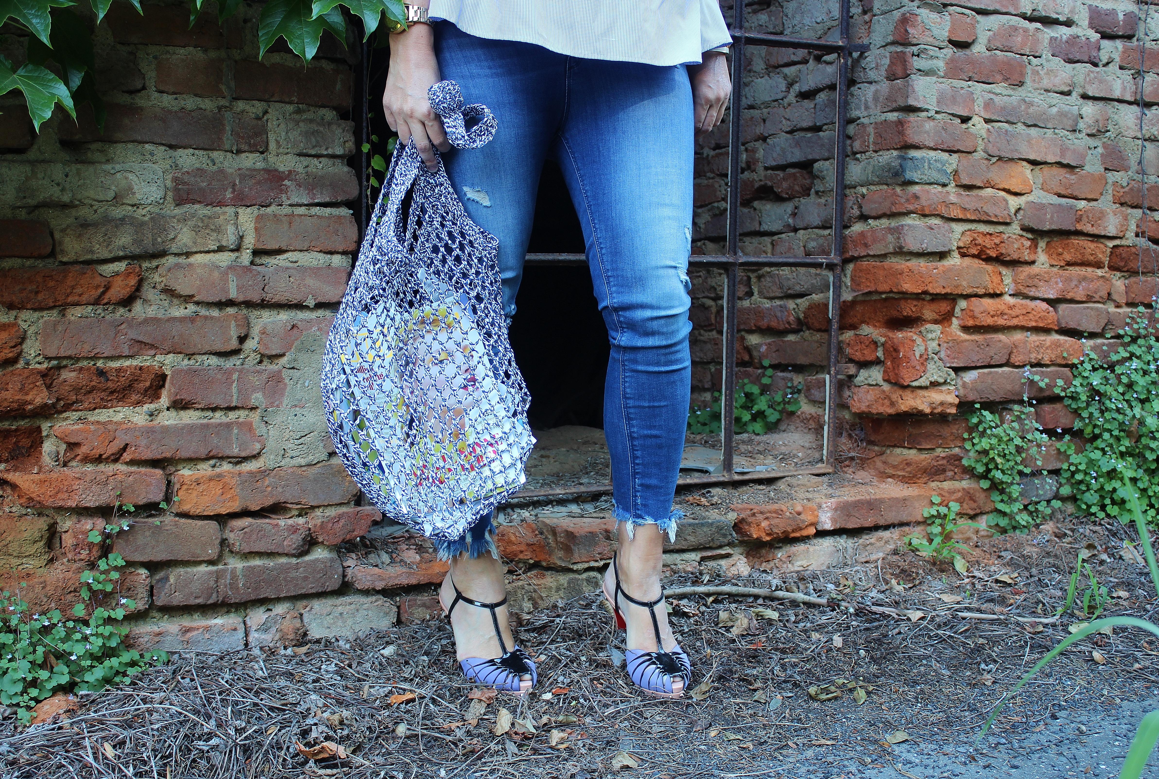 Trend-Netztaschen-carrieslifestyle-Tamara-Prutsch-Volantbluse-Christian-Louboutin-Sandals