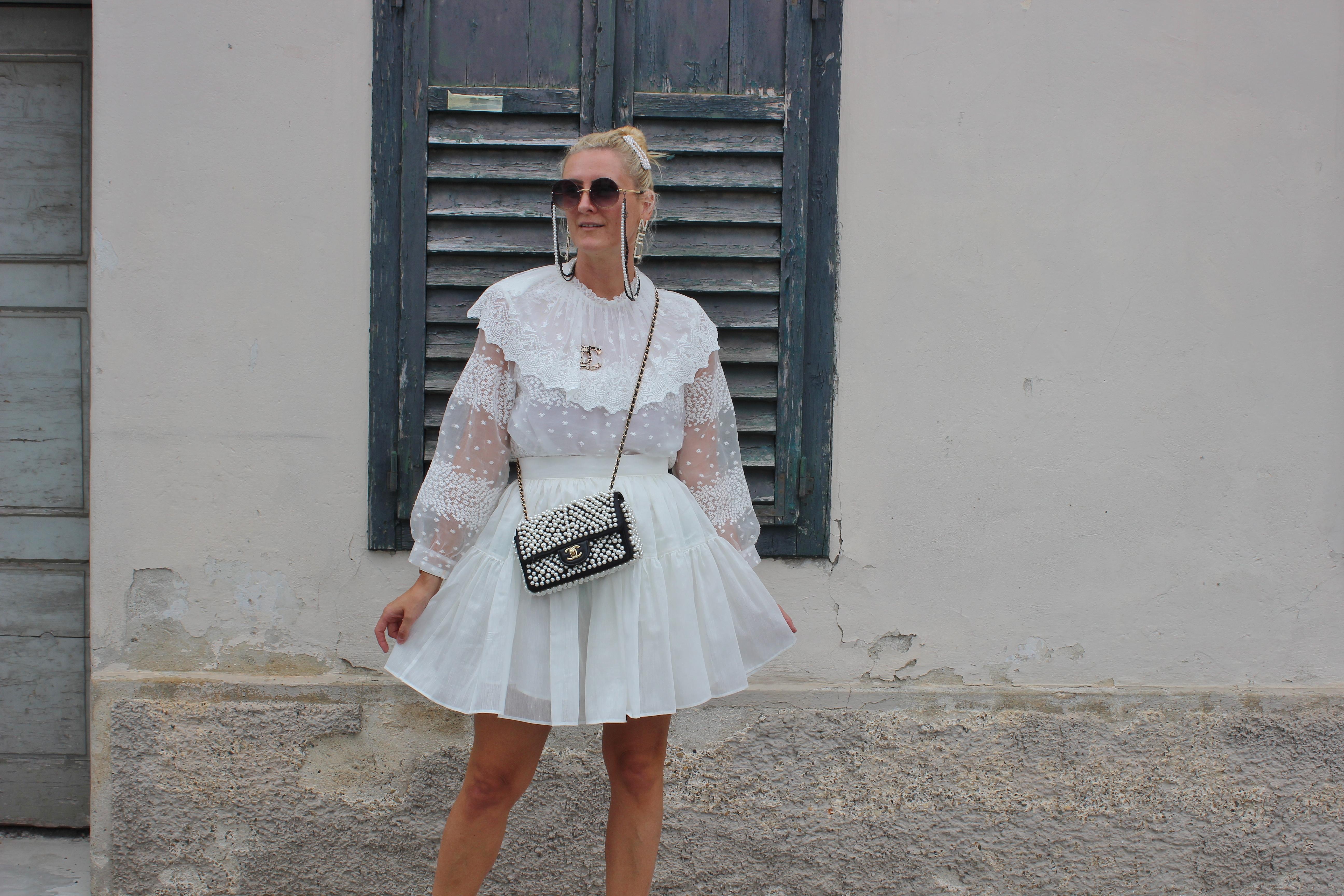 Strappy-Heels-Schuhtrends-Sandalen-Riemchensandalen-Chanel-Perlentasche-carrieslifestyle-TAmara-Prutsch