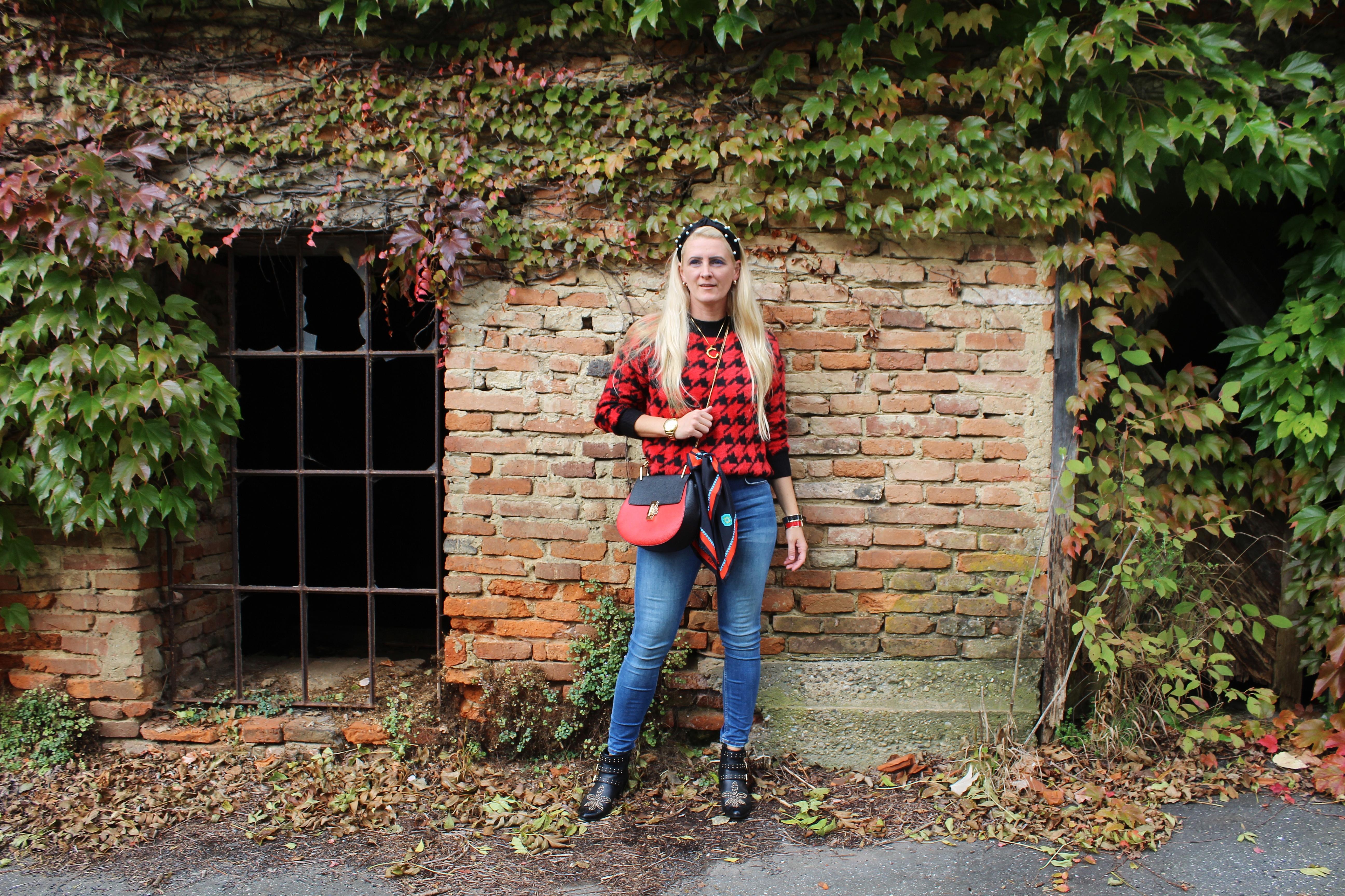 Hahnentritt-Pullover-Denim-Boots-Studded-Deichmann-Chloe-Drew-Bag-carrieslifestyle-