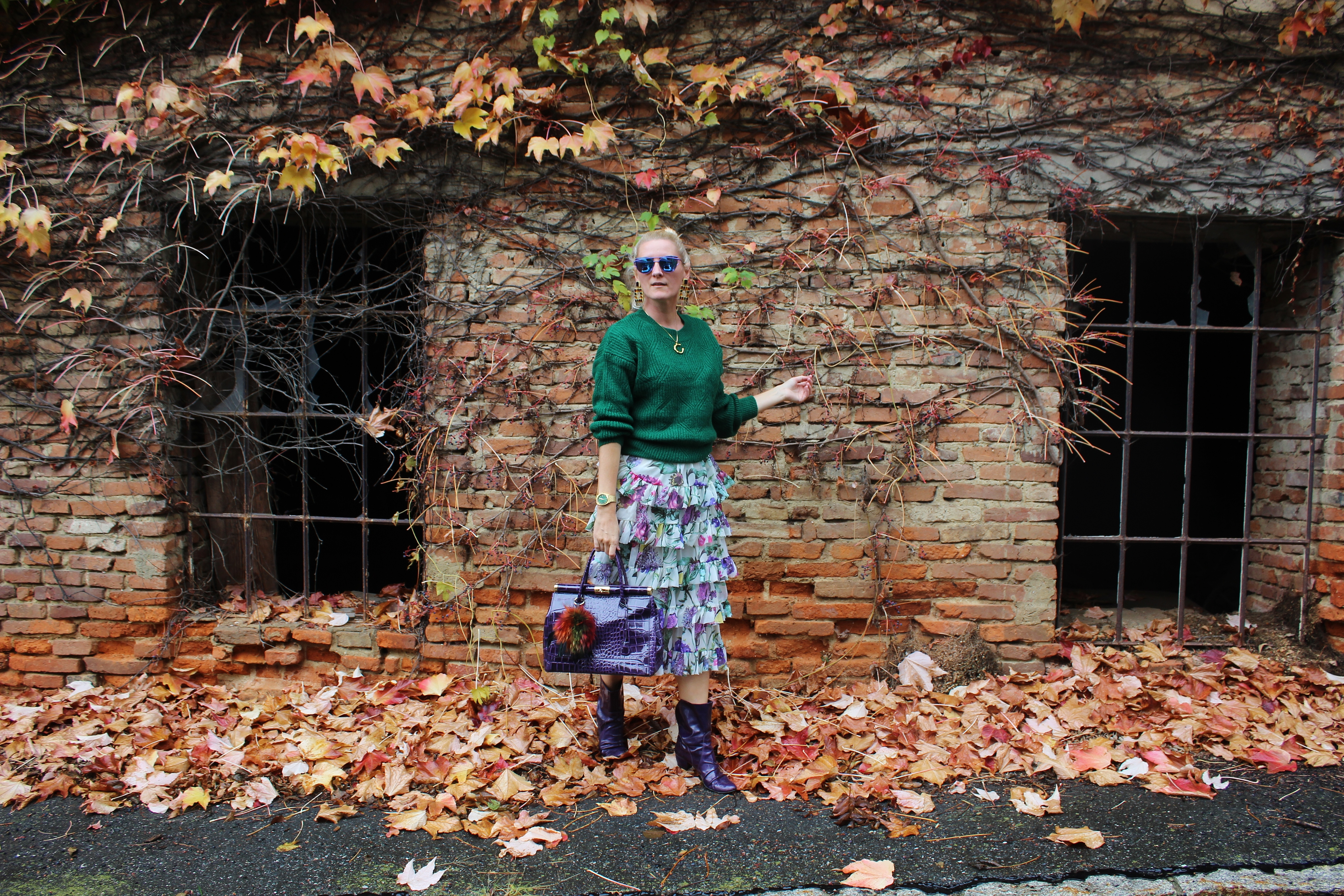 Volant-Skirt-Green-Sweater-lilac-Boots-Fall-Outfit-Autumnlook-carrieslifestyle-tamara-prutsch