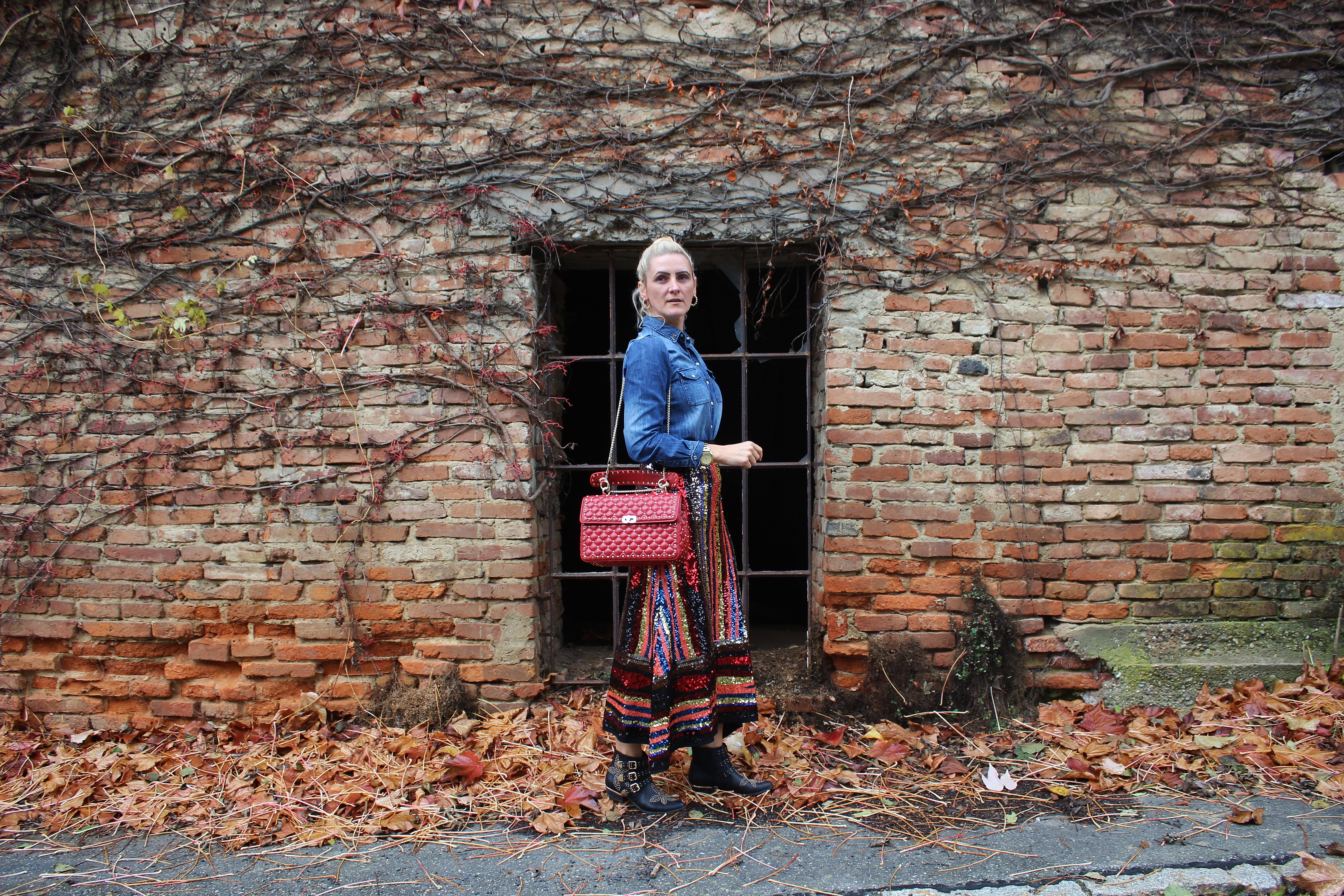 Pailetten-Skirt-Suzanna-Boots-Chloe-Valentino-Rockstuds-Bag-Denim-Hemd-carrieslifestyle-Tamara-Prutsch