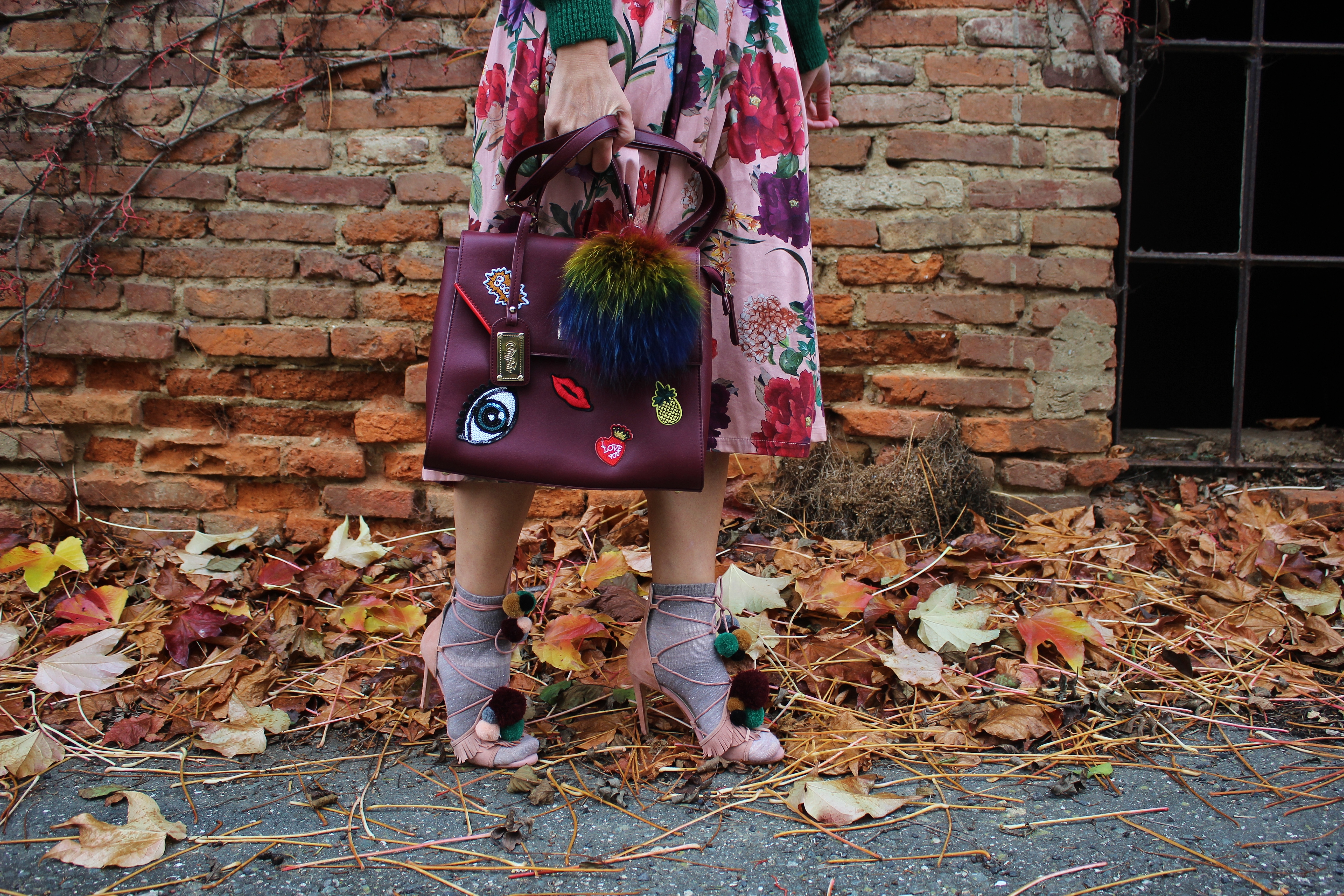 Highheels-Sandalen-Socken-Fashionsocks-Summer-Skirt-Floralprint-Green-Jumper-carrieslifestyle-Sommersachen-im-Herbst-Tamara-Prutsch