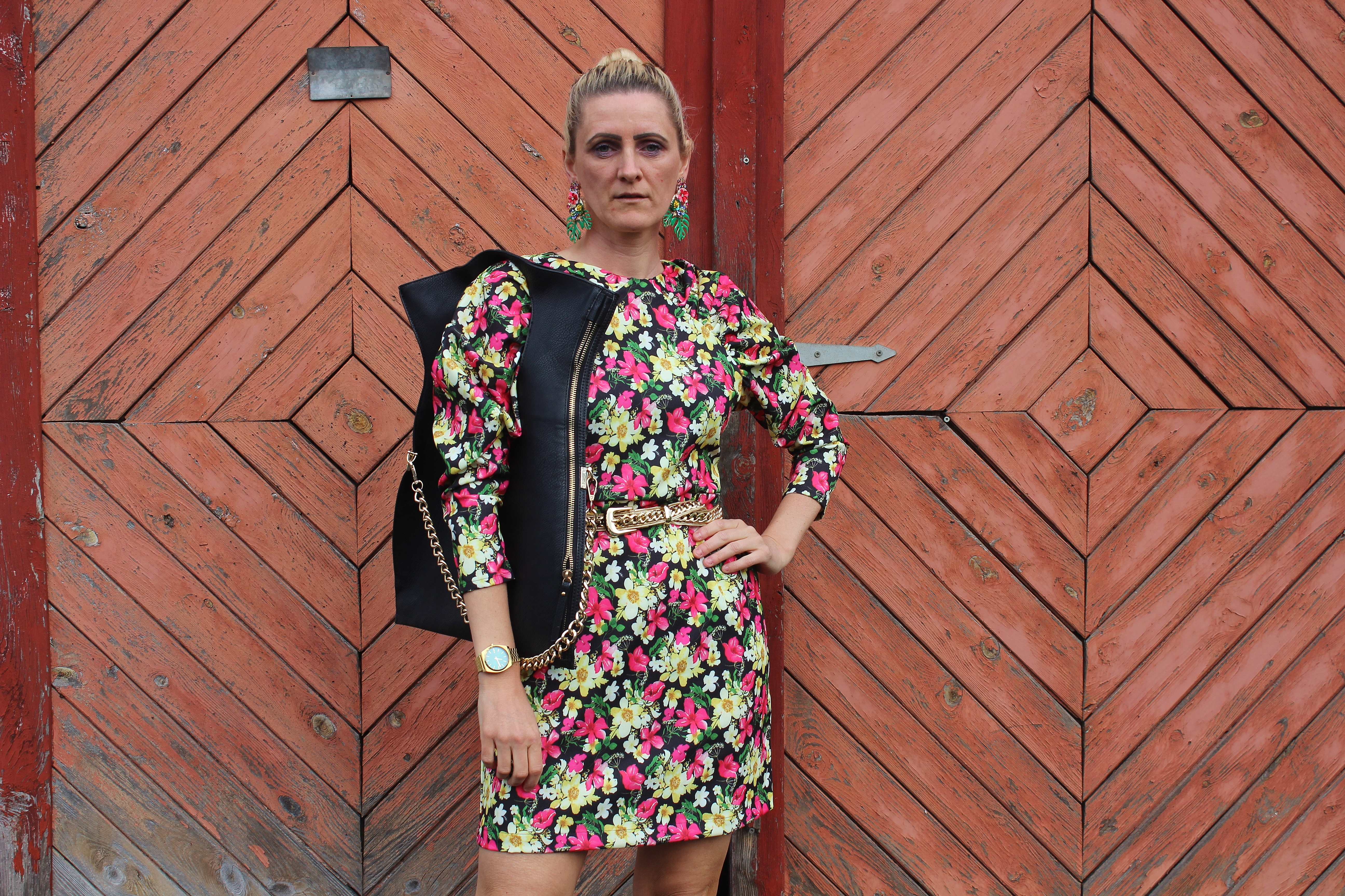 Nakd-FAshion-Floralprint-Dress-Sandals-Schwarze Sandalen-carrieslifestyle-Tamara Prutsch-Blumenprint-Kleid