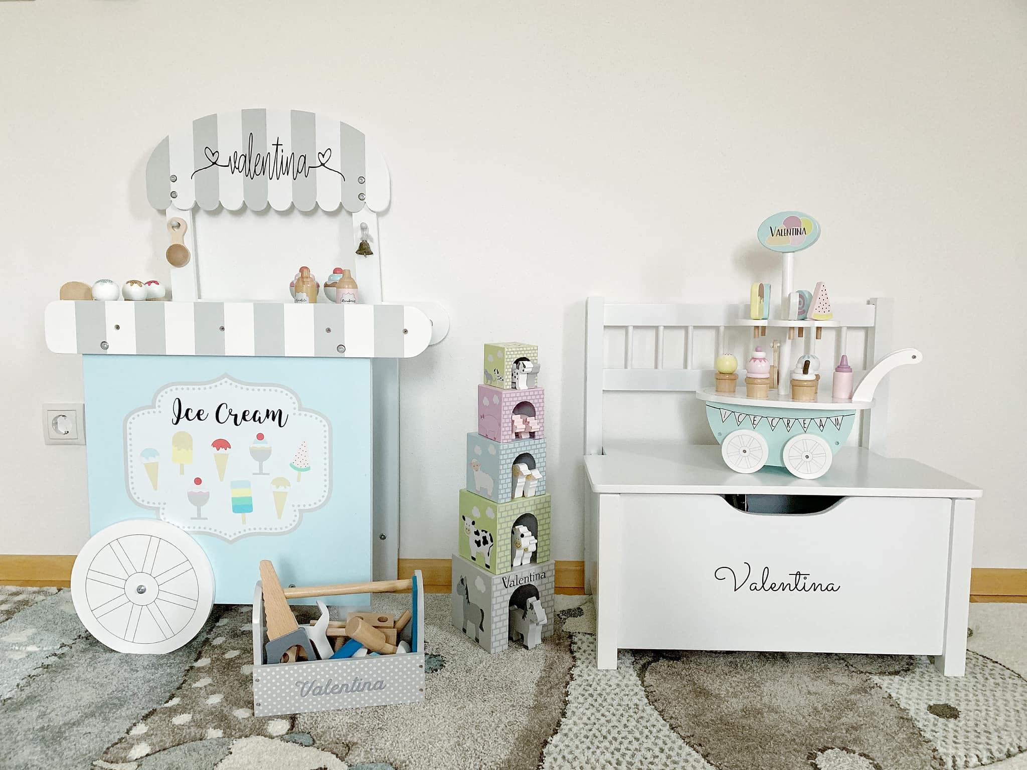 Little Stars Shop.at- Holzspielzeug personalisierbar-Eiswagen-Stapelturm Bauernhof-Werkzeugkiste grau-carrieslifestyle-Tamara Prutsch-Mamablogger-Spielzeug-Holzspielzeug