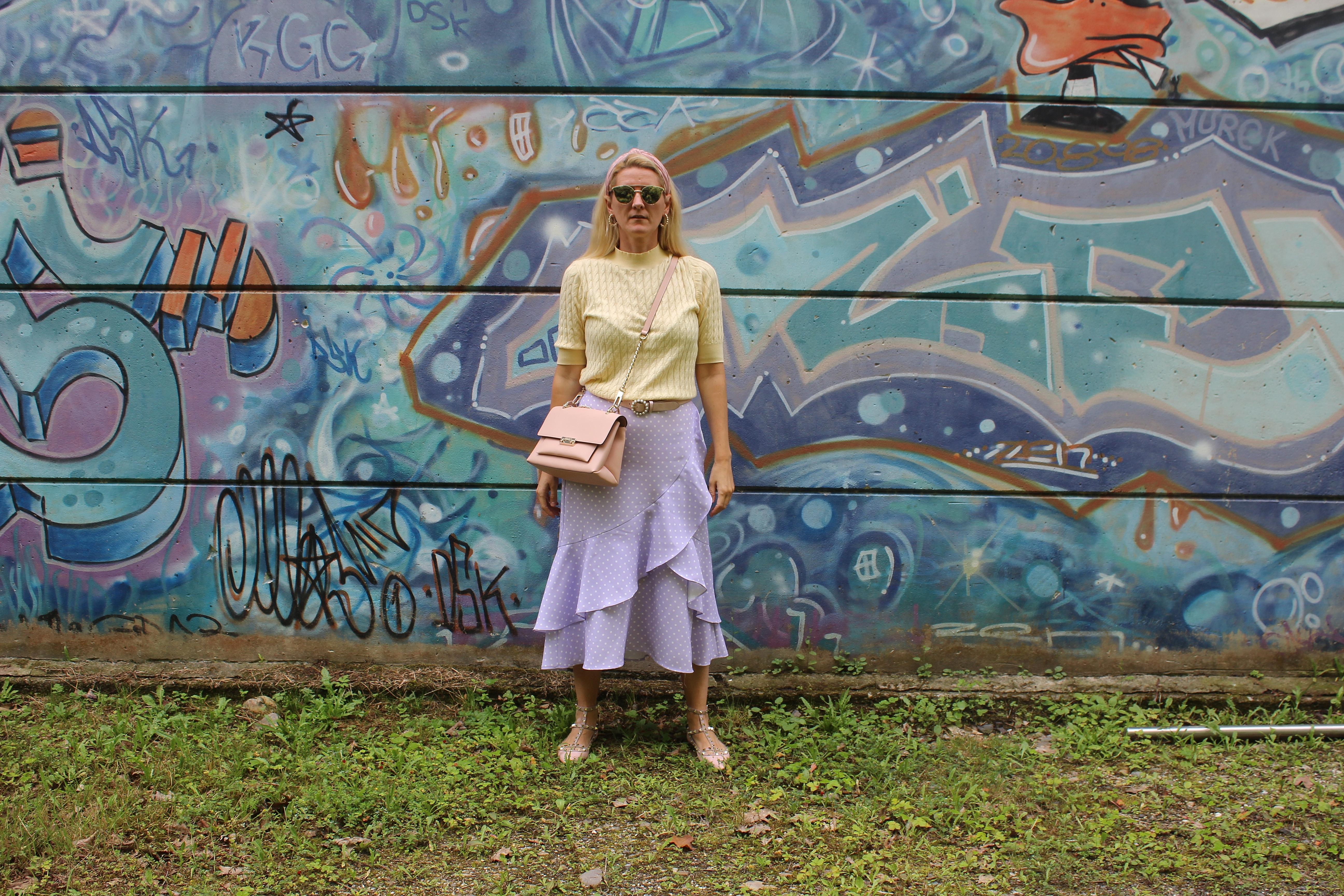 Volantskirt-Farbe Lavendel-Trendfarbe Flieder-Pastellfarben-carrieslifestyle-Valentino Rockstuds