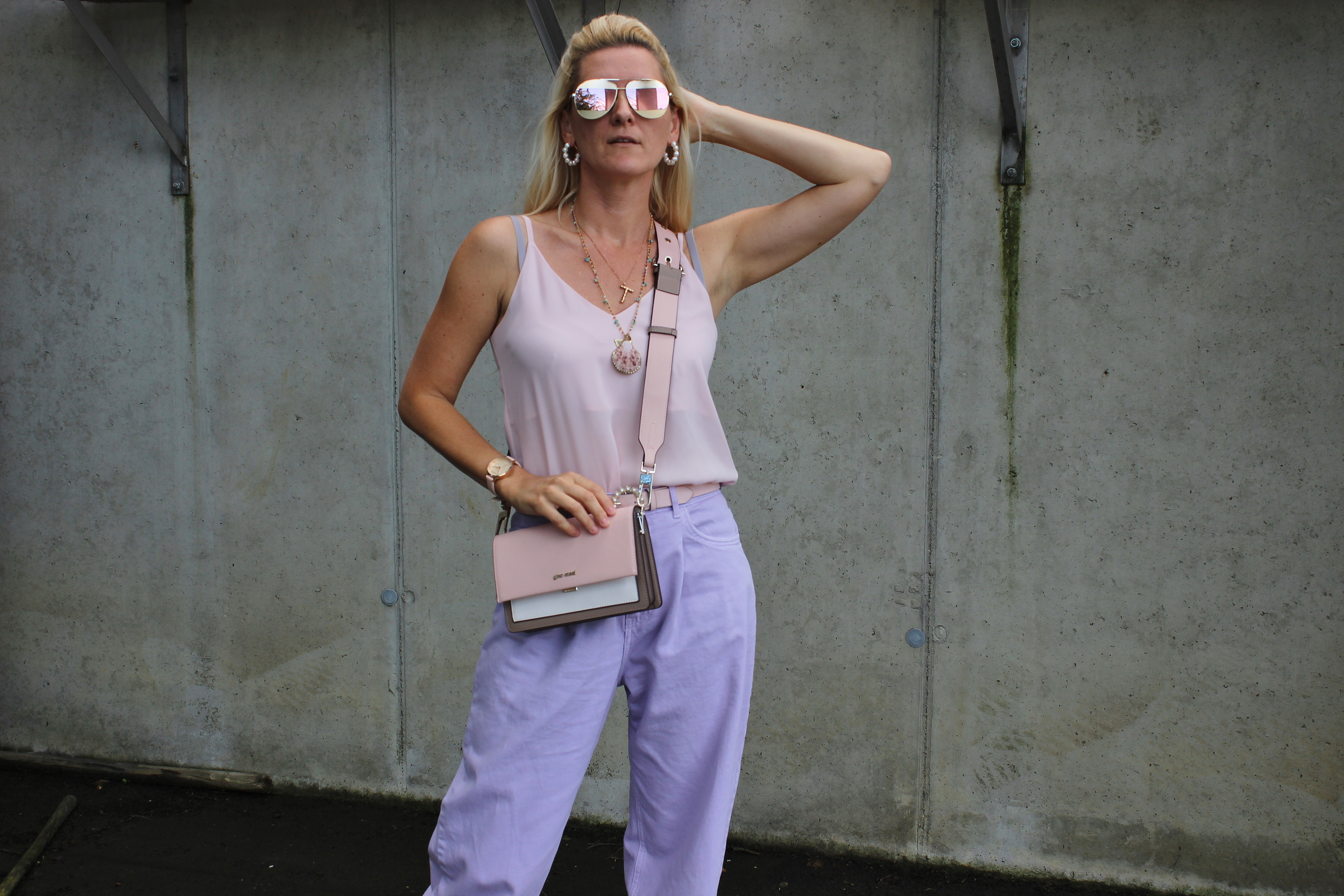 Flieder- Lavendel- Slouchy Denim - Slouchy Jeans - Trendblogger-Bloggerstyle-carrieslifestyle- Tamara Prutsch- CCC Shoes and Bags- Tasche - Gino Rossi
