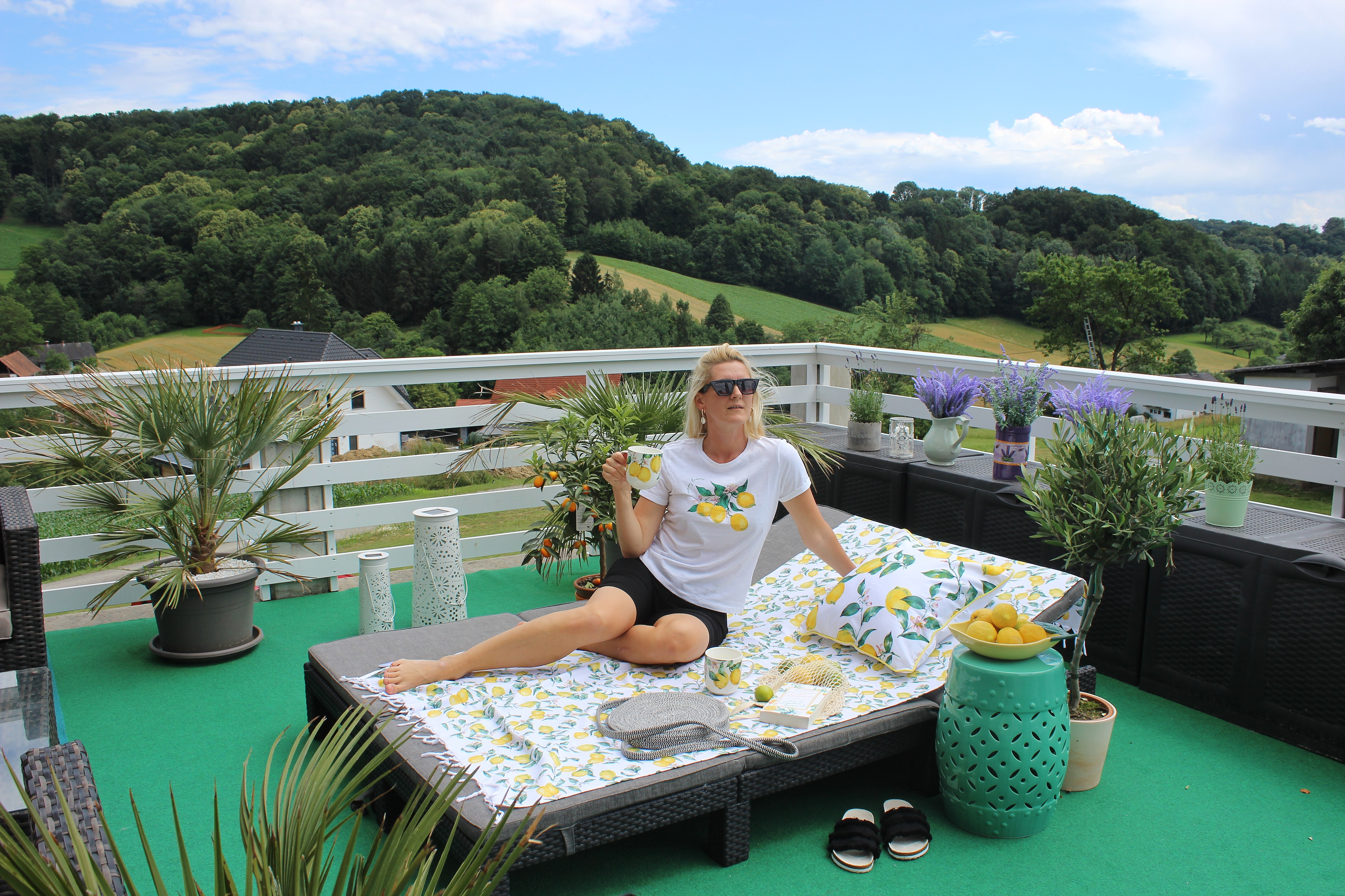 Tchibo-Eduscho-Capri Kollektion- Zitronen-Sommerlook-Sommeraccessoires-Sandalen-carrieslifestyle-Tamara Prutsch