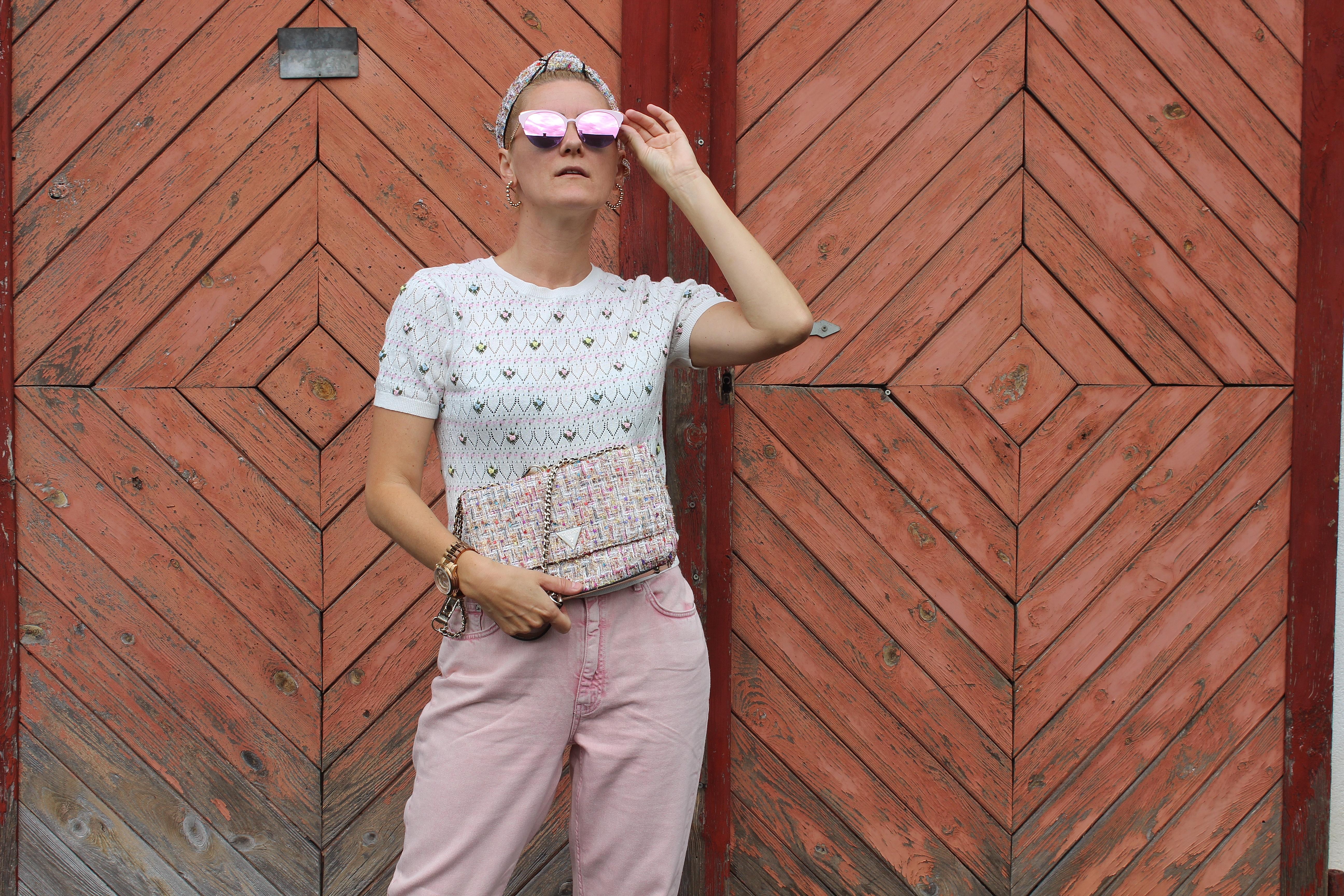 MoM Jeans-Nakd Fashion-Pinke Jeans-Guess Tasche Tweed-carrieslifestyle-Tamara Prutsch