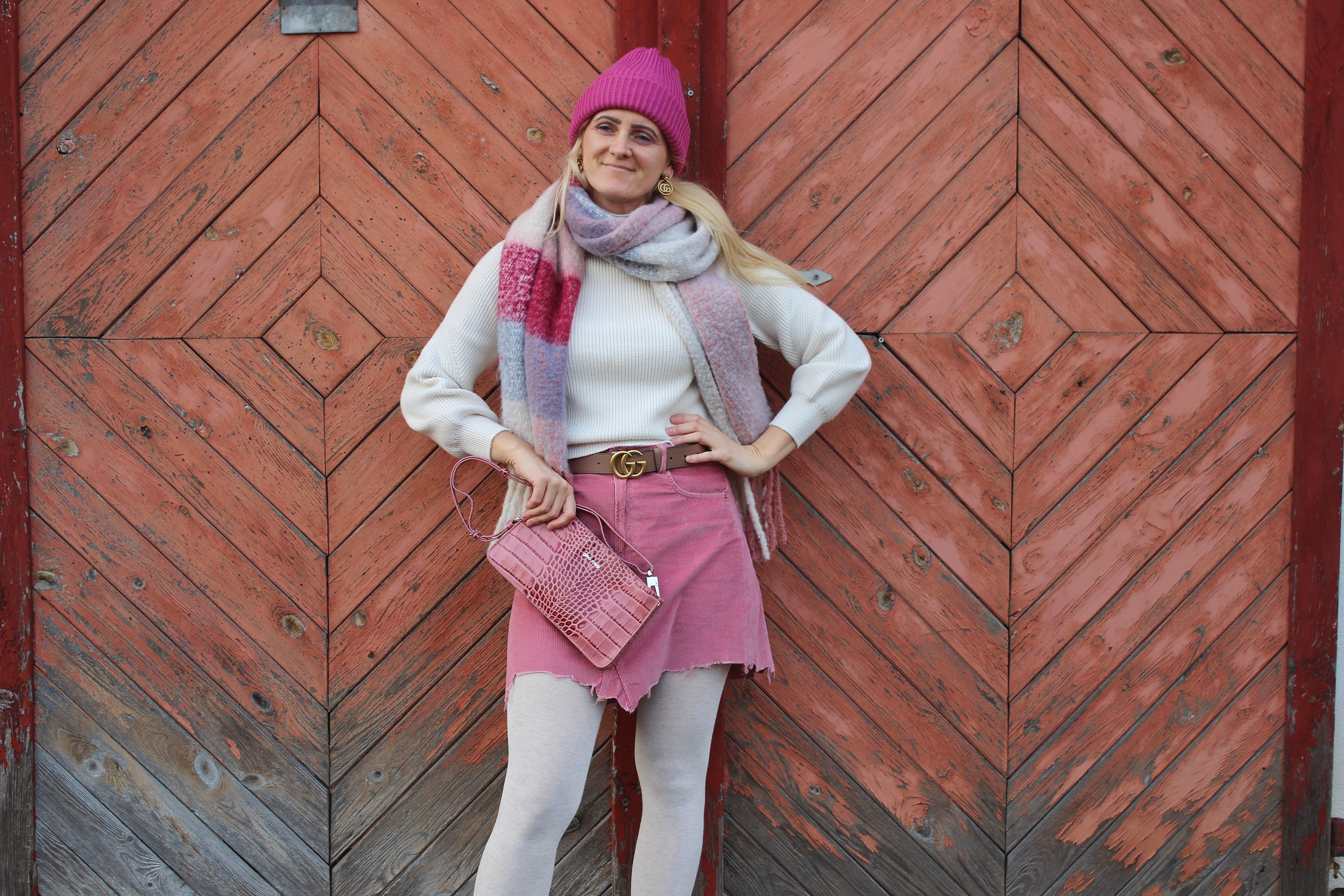 Winteroutift-Winterlook-Minirock-Skirt-CCC Shoes and Bags-Strickpullover