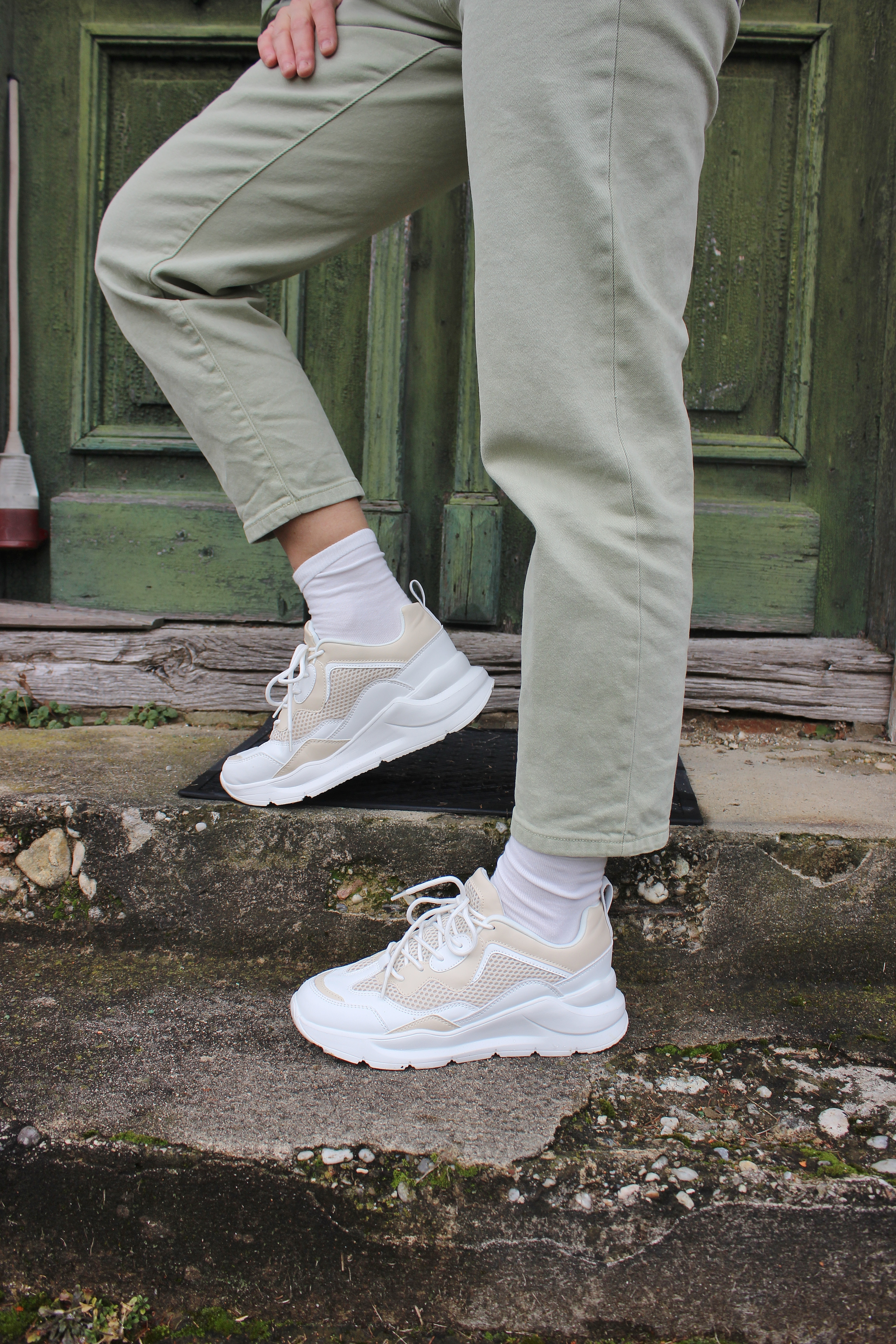 Grün Trend-Nakd Fashion-Grüne Winterjacke-CCC Shoes and Bags Sneakers Deezee-Beige-carrieslifestyle-Tamara Prutsch